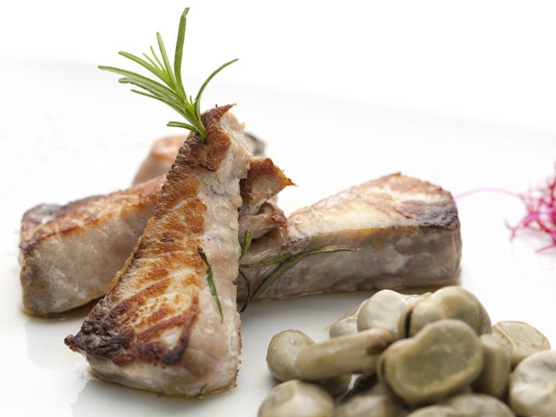 Steak of tuna or sword-fish